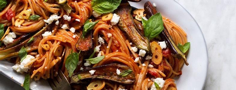 Spaghettis aux aubergines rôties et ail croquant