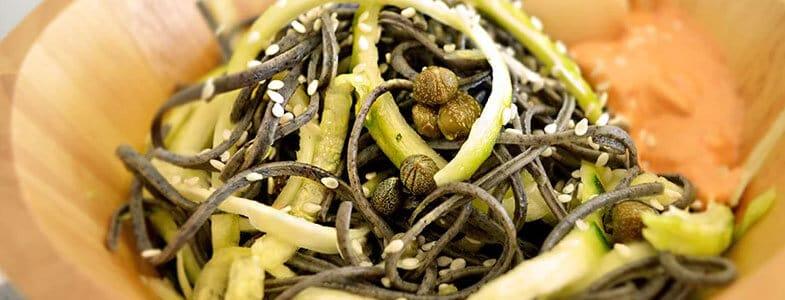 recette-vegetarienne-pates-spiruline-courgettes