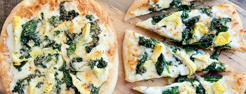 Pizza aux épinards et artichauts