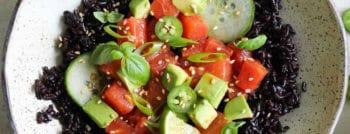 recette-vegetarienne-poke-bowl-riz-sauvage-pasteque