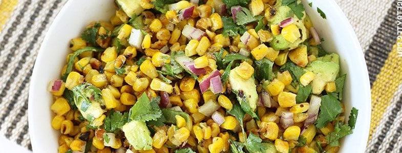 Salade d'avocat et maïs