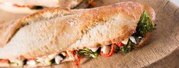 recette-vegetarienne-sandwich-brocoli-poivron-feta