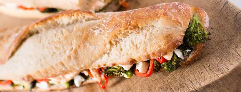 Sandwich brocoli, poivron, feta