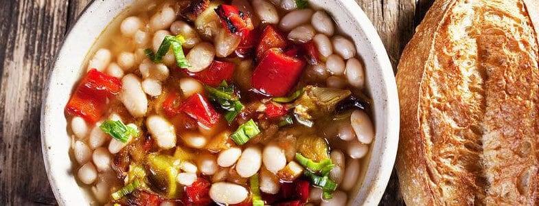 Soupe de haricots blancs et tomates
