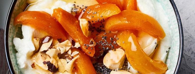 Yaourt aux abricots et noisettes