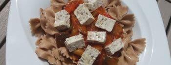 recette-vegetarienne-farfalle-epeautre-tofu-herbes-ratatouillle