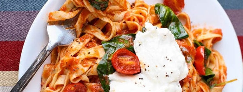 Fettuccini aux tomates, épinards et burrata