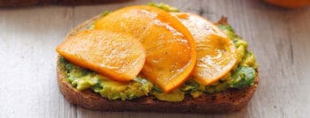 recette-vegetarienne-toast-avocat-kaki