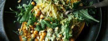 recette-vegetarienne-courge-spaghetti-farcie-pois-chiches