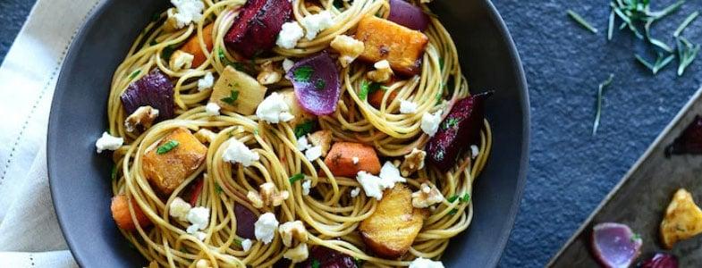 Pâtes aux légumes racines, chèvre et noix