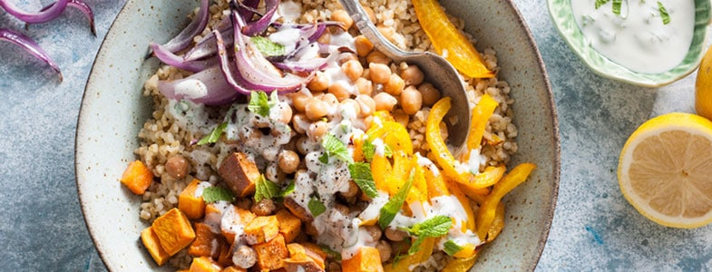 recette-vegetarienne-buddha-bowl-boulgour-patate-douce-pois-chiches
