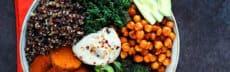Buddha bowl quinoa, pois chiches et légumes grillés