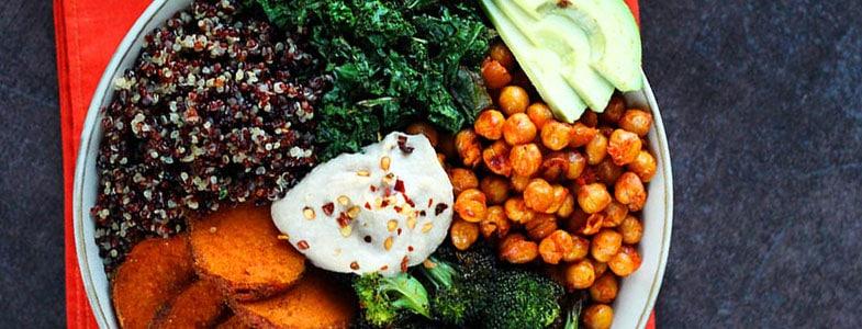 Recette buddha bowl quinoa, pois chiches et légumes grillés