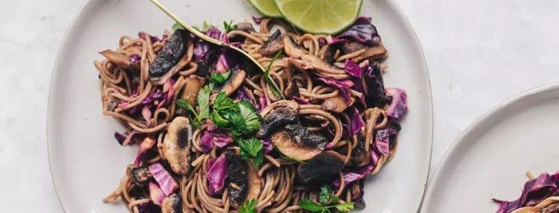 recette-vegetarienne-nouilles-soba-chou-rouge