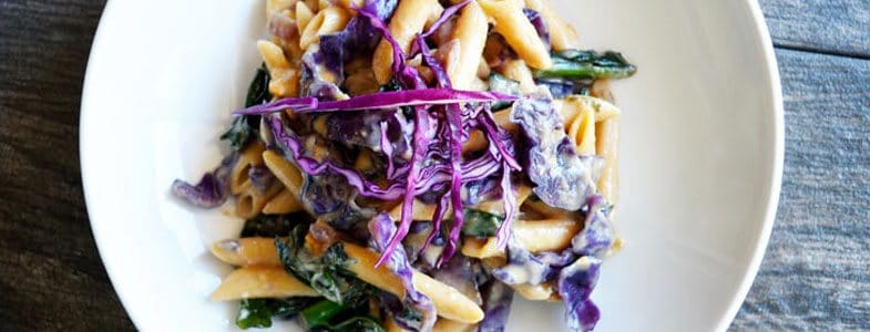 recette-vegetarienne-penne-chou-rouge-sauce-beurre-cacahuetes