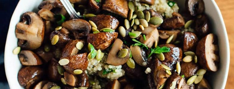 Quinoa aux champignons rôtis et graines de courges