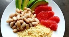 Salade de semoule, avocat et haricots blancs