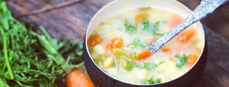 Soupe de légumes au soja jaune