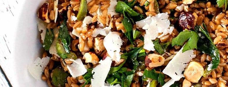 Epeautre aux olives vertes, noisettes et raisins
