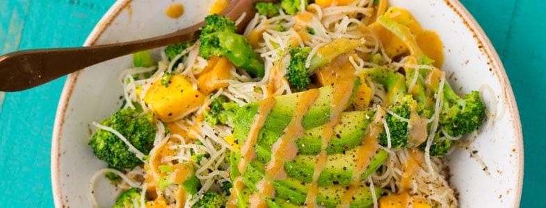 recette-vegetarienne-nouilles-riz-avocat-mangue