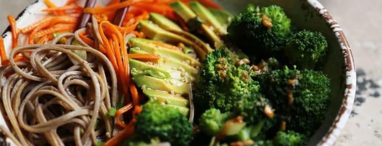 Nouilles soba aux légumes croquants