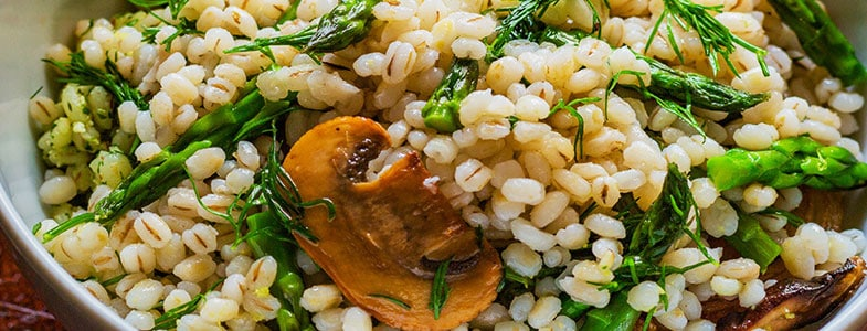 recette-vegetarienne-orge-asperges-champignons
