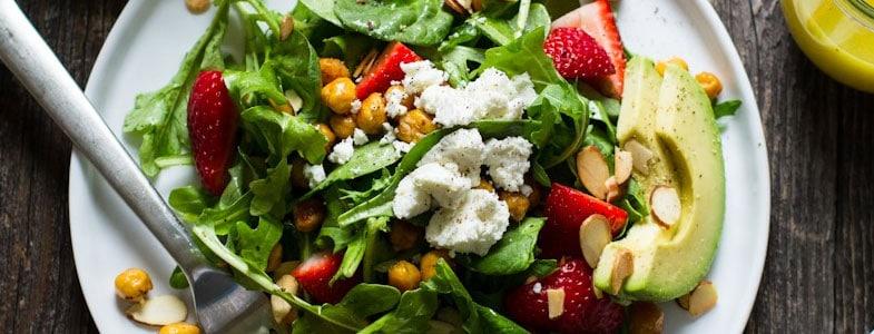 Salade citronnée aux pois chiches et fraises