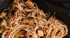 Spaghettis aux aubergines rôties et beurre miso