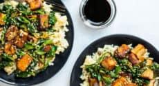 Tofu croustillant, épinards, sauce au sésame