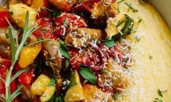 Polenta aux légumes d'été rôtis