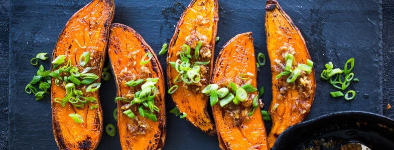 Patates douces rôties au miso et gingembre