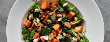 recette-vegetarienne-salade-legumes-rotis-graines-courge