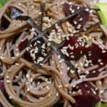 recette-vegetarienne-nouilles-soba-betteraves