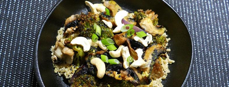 Quinoa aux légumes rôtis, sauce miso