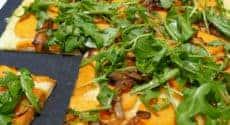 Pizza patates douces mozzarella et oignons caramélisés