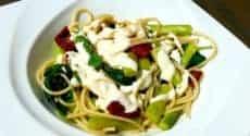 Spaghettis aux asperges et tomates séchées