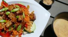 Salade de légumes croquants et tofu croustillant