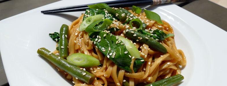 recette-vegetarienne-nouilles-udon-epinards-haricots-verts