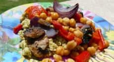 Salade de quinoa au pesto et légumes rôtis