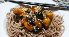 Nouilles soba et courgettes kung pao