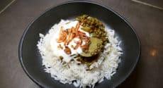 Lentilles au curry, échalotes grillées et yaourt