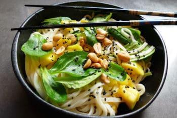 recette-vegetarienne-nouilles-udon-mangue