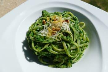 recette-vegetarienne-linguine-pesto-ortie