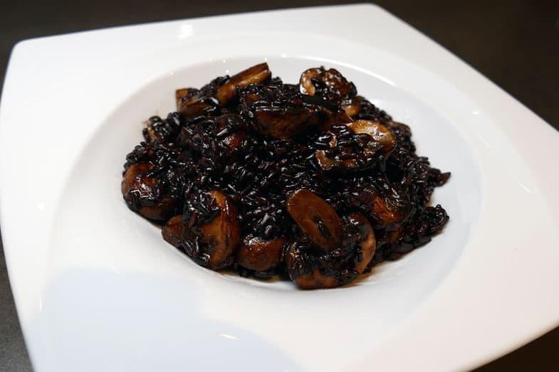 recette-vegetarienne-risotto-noir-champignons
