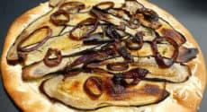 Pizza aux aubergines et oignons rouges
