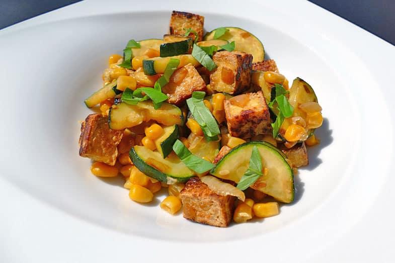 recette-vegetarienne-courgette-mais-tofu-sautes