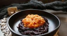 Spaghettis noirs bolognaise