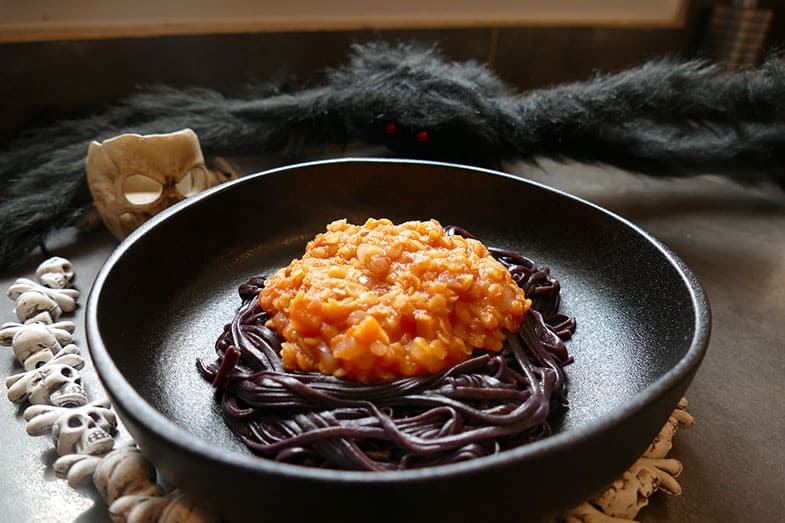 recette-vegetarienne-spaghettis-noir-bolognaise